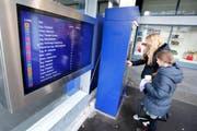 Seit kurzem sind die zentralen Servicepunkte bei der Haltestelle Zug Metalli/Bahnhof in Betrieb. (Bild: Stefan Kaiser)