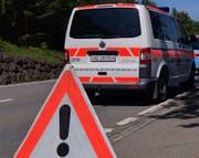 Laut Angaben der Kapo Schwyz bog der Unfalllenker zu früh ein. (Symbolbild)