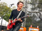 "Will als Erster nach den Anschlägen im Pariser Club ""Bataclan"" spielen: Jesse Hughes von den Eagles of Death Metal. (Archiv) (Bild: KEYSTONE/AP Invision/BARRY BRECHEISEN)"