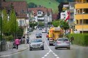 die Brünigstrasse in Alpnach: Gilt hier bald Tempo 30? (Bild: Corinne Glanzmann / Neue OZ)