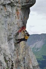 Ein Bergretter mit Trage an einer Übung im Jahr 2014. (Bild: PD)