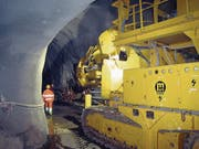 Die Arbeiten am Steilrampentunnel nach Engelberg werden diese Woche wieder aufgenommen. Im Bild eine der Maschinen, die dazu gebraucht und in den Tunnel verfrachtet werden. 21.11.07 Neue OZ/PD (Bild: PD)