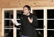 Der aktuelle Schweizer Meister Reto Zumstein liess auch beim Poetry-Slam-Event in Engelberg alle anderen hinter sich.Bild: Anna Burch (Engelberg, 23. September 2016)