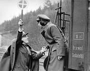 Ein Bahnhofswärter mit amourösen Gefühlen. Jirí Menzels Film in Schwarz-Weiss wurde zu einem Welterfolg. (Bild: PD)