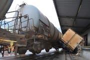Beim Unfall in Landquart entgleisten drei Wagons. (Bild Kantonspolizei Graubünden)