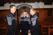 Als Polizisten vereidigt: Alexander Wüller (links), Irene Richiger und Stefan Burch. (Bild Marion Wannemacher)