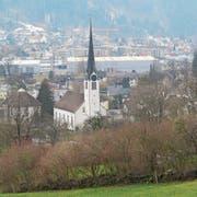 Blick über Mollis hinweg nach Näfels auf der anderen Talseite. (Bild: Urs Bader)