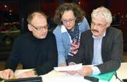 Der Wald liegt ihnen am Herzen: Notker Dillier, Projektleiterin Kathrin Zihlmann und Peter Lienert (von links) schicken den Entwurf für ein neues Waldgesetz in die Vernehmlassung. (Bild Romano Cuonz)