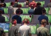 Die Sportfans unter den Videospielern an der diesjährigen Spielemesse Gamescom. (Bild: Jasper Juinen/Getty (Köln, 22. August 2017))
