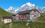 Die Rotstockhütte unterhalb des Schilthorns im Berner Oberland mit Sicht auf Mönch und Jungfrau wird von einer Urnerin bewartet. Bild: Georg Epp (Mürren, 29. September 2016)