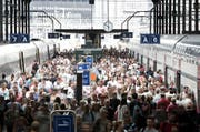Pendlerströme im Bahnhof Luzern. (Bild: Manuela Jans-Koch / Neue LZ)
