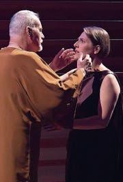 Ulisse und Penelope nähern sich zum Kuss. (Bild: LF/Priska Ketterer)