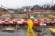 Blick auf den Bahnhof Andermatt: Hier wird derzeit die Personenunterführung gebaut. (Bild: Keystone)
