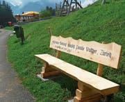 Auf der Sonnenseite von Engelberg: die neue Sitzbank auf dem Weg vom Ristis nach Rigidalalp. (Bild: PD)