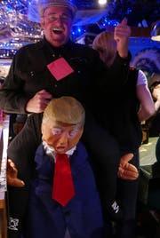 Donald Trump war zu Besuch an der Seelisberger Strassenfasnacht – wenn auch nicht höchstpersönlich. (Bild: Christoph Näpflin (Seelisberg, 10. Februar 2018))