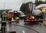 Feuerwehr, Rettungsdienst und Polizei beurteilen die Gefahrenlage. (Bild: Geri Holdener, Bote der Urschweiz)