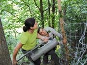 Sie setzen sich für die Natur ein: Teilnehmerinnen des Bergwaldprojekts. (Bild Urs Hanhart)
