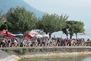 Ob traditionelle Festmusik oder die Flugshow: Das Zuger Seefest ist ein Treffpunkt für Familie und Freunde. (Bilder: Christian H. Hildebrand (Zug, 24. Juni 2017))
