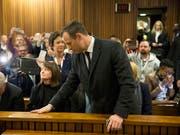 Oscar Pistorius muss ins Gefängnis: Das zuständige Gericht in Pretoria verurteilte ihn wegen Todschlags zu einer Haftstrafe von sechs Jahren. (Bild: KEYSTONE/AP POOL AFP/MARCO LANGORI)