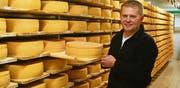 Dank Qualitätsbewusstsein und guter Vermarktung konnte Toni Holdener jährlich 38 Tonnen selbstproduzierten Käse verkaufen. (Bild: PD)