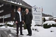 Stefan Lang (links), neuer Betriebsleiter des Klausenhofs, mit seinem Vater Bruno. (Bild: Franziska Herger (Flüeli-Ranft, 15. Februar 2018))