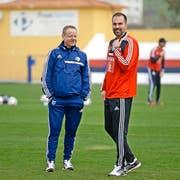 Nächste Saison ziemlich sicher weiterhin ein FCL-Duo: Trainer Markus Babbel (rechts) und Sportchef Rolf Fringer (links). (Bild Martin Meienberger)