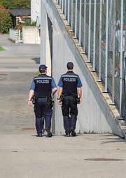 Polizisten zu Fuss auf Patrouille. (Bild: Markus von Rotz (Sachseln, 24. September 2017))