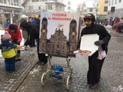 Pizzaspass beim Kloster Einsiedeln. (Bild: Benno Kälin, TeleZüri)