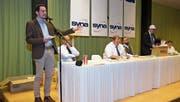 Mathias Regotz von der Syna Geschäftsleitung und Branchenleiter machte darauf aufmerksam, dass die Sozialpartnerschaft auf dem Prüfstand stehe. (Bild: Hans Gnos (2. März 2018))