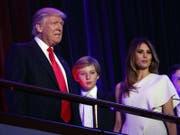 Donald Trump geht ohne seine Familie ins Weisse Haus: Barron (Mitte) und Melania Trump bleiben vorerst in new York. (Bild: Keystone)