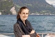 Annemarie Oechslin auf dem Motorschiff «Rigi». Noch bis Mitte Mai ist dort ihr Video «immer und immer wieder» zu sehen. (Bild Markus Zwyssig)