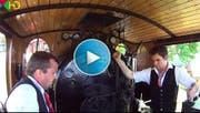 Ein eingespieltes Team bedient die Lokomotive. (Bild: Youtube)