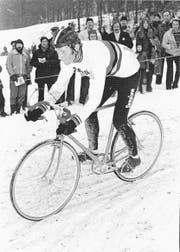 Der fünffache Weltmeister Albert Zweifel unterwegs im Regenbogentrikot, hier bei der WM-Revanche 1976 in Tecknau. (Bild: PD)