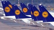 Weil Touristen Anschläge fürchten, verbucht die Lufthansa weniger Flugbuchungen. (Bild: EPA)