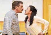 Die Frage um die Ehe löst einen Streit aus: Eugen Bleibtreu (Walter Hartmann) und Sigrid Rapp (Anita Conrath). (Bild: Jasmin Hess/PD)