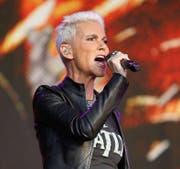 Marie Frederiksson während eines Konzerts im Jahr 2011. Markenzeichen? Markante Popstimme und wasserstoffblondes Haar. (Bild: wikimedia.org / Colinvdbel)