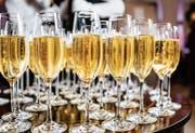 In der Schweiz ist Champagner in den letzten Jahren weniger gefragt als andere Schaumweine. (Bild: Getty)