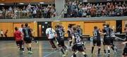 Begeisterung in Sarnen: hier der Jubel nach dem vierten Spiel des Playoff-Halbfinals gegen Thurgau. (Bild: Simon Abächerli (Sarnen, 17. März 2018))