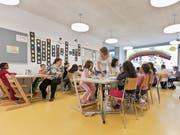 Kinderhort in Zürich: Der Bundesrat will es Eltern ermöglichen, mehr Kosten für die Kinderbetreuung von den Steuern abziehen zu können. (Archivbild) (Symbolbild: Gaetan Bally/Keystone)