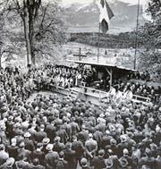 Die Landsgemeinde auf dem Landenberg in den 1940er-Jahren. (Bild: Reproduktion Romano Cuonz)