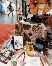 Beschlagnahmte gefälschte Ware am Flughafen Zürich. (Bild: Steffen Schmidt/Keystone (Kloten, 23. April 2014))