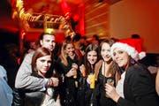 Man trifft sich: so an der Stomp your Feet X-Mas Party in der Lounge & Gallery in Zug - wie hier im Jahr 2010. (Bild: Stefan Kaiser / Neue ZZ)