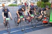 Achtung, fertig, los! Eine Vierergruppe nimmt den Finallauf in Angriff. (Bild Beat Blättler)
