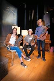 Die Preisträger: Flavia Barmettler (Nordisch), Andri Ragettli (Freestyle) und Marco Odermatt (Alpin, von links). (Bild Roger Zbinden)