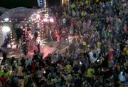 20 Jahre lang kein Konzert in der Schweiz, und dann direkt ins Muotatal: Die Kelly Family riss das Publikum von den Bänken. (Bild: Bote der Urschweiz)