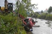 Der Fahrer des Dumpers erlitt mittelschwere Verletzungen. (Bild: Kapo Schwyz)