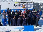 Aline Danioth jubelt über Gold in der Kombination. (Bild: FIS Junior World Ski Championships / Facebook)