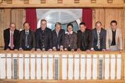 Die Obwaldner Regierungsratskandidaten im Sarner «Metzgern»-Saal (von links): Christoph Amstad (CVP, bisher), Josef Hess (parteilos, bisher), Jürg Berlinger (überparteiliches Komitee, neu), Daniel Wyler (SVP, neu), Maya Büchi (FDP, bisher), Christian Schäli (CSP, neu), Michael Siegrist (CVP, neu) und Florian Spichtig (parteilos, neu). (Bild: Urs Flüeler/Keystone (Sarnen, 15. Februar 2018))