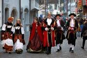 König Royaldun aus dem Märchenland mit Königin Raina Olaria und Hofstaat. (Bild: Christof Borner Keller / Neue ZZ)