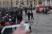 Polizisten sperren den Sadovaya-Platz. (Bild: Keystone)